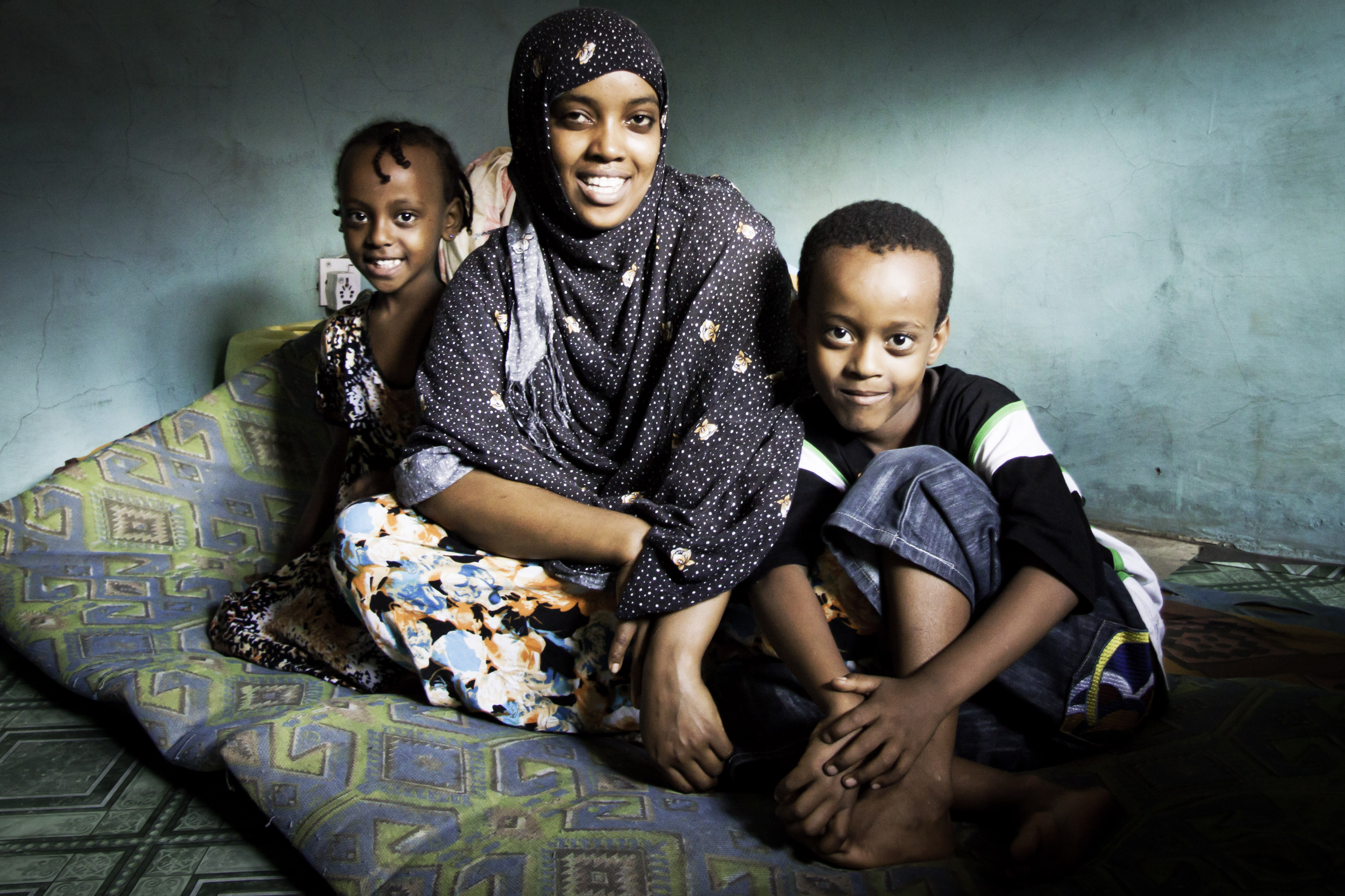 Sabontu and her children waiting for resettlement to Canada